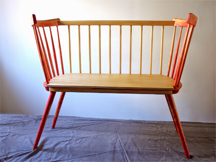 Babybucht aus alten Stühlen